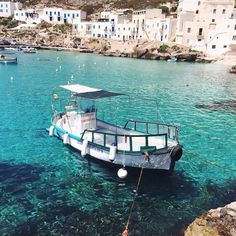 Stripping it back to basics in #Sicily  via the swoon-worthy gallery of @jimsandkittys