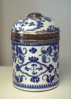 Té, Kangxi era porcelain with French silver mount, 1717-1722.