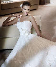 Pronovias - Farnes - 2011 Fashion Collection - close up view