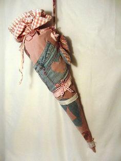 Hier kommt die extra für den Schulanfang Wettbewerb angefertigte *SCHULTÜTE, die nicht nur unter Verwendung von einer super erhaltenen Jeans ( RECY