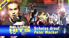 """Peter Wackel mit seinem Top Hit """"Scheiss drauf! Malle ist nur einmal im Jahr"""" bei der Seepark 6 Mallorca Schlager Party in Pfullendorf. Der Song hält sich seit dem Mallorca Opening 2013 in den Charts und ist in mehreren Version wie z.B. für das Oktoberfest, zur Fussball WM 2014 als """"Heiss drauf!"""" http://mallorcahitstv.de/2014/07/peter-wackel-scheiss-drauf-seepark6/"""