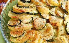 Patate e zucchine gratinate-ricetta gustosissima I Love Food, Good Food, Easy Cooking, Cooking Recipes, Vegetarian Recipes, Healthy Recipes, Veggie Dishes, Antipasto, I Foods