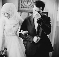 I started to see this photo everywhere. Wedding Boudoir, Wedding Couples, Cute Couples, Wedding Bride, Muslim Couple Photography, Wedding Photography, Photography Couples, Indian Photography, White Photography