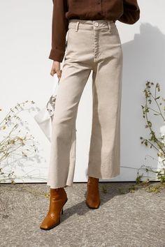 ZARA - Female - Zw premium marine straight jeans - Stone - 27 (us Outfit Jeans, Beige Pants Outfit, Jeans Outfit Winter, Winter Outfits, Cream Jeans Outfit, Beige Jeans, Jean Beige, Mode Outfits, Jean Outfits