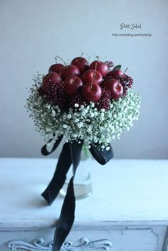 かすみ草とリンゴのブーケ baby's breath apple bouquet