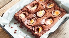 These Creme egg brownies will bring everyone to the table this Easter Creme Egg, Brownies, Waffles, Muffin, Pie, Eggs, Easter, Treats, Chocolate