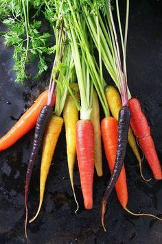 Whole Roasted Carrots with Red Wine Vinegar and Fresh Thyme Organic Recipes, Vegan Recipes, Vegan Food, Healthy Food, Fresco, Purple Cauliflower, Carrot Seeds, Fresh Thyme, Roasted Carrots