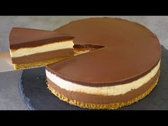 If you like Reese's, try this peanut butter chocolate no bake cheesecake! Wonderful combo of peanut butter and chocolate with a touch of saltiness. No Cook Desserts, Delicious Desserts, Chocolate Peanut Butter Cheesecake, Peanut Cake, Cookie Recipes, Dessert Recipes, Decadent Chocolate, No Bake Cake, Nutella
