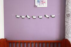 Guirlande de moutons noirs pour chambre d'enfant : Chambre d'enfant, de bébé par heliecreative