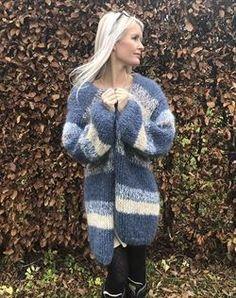 Strikkekit til Frozen lang mohair cardigan - Køb her Mohair Yarn, Mohair Sweater, Wool Sweaters, Chunky Cardigan, Grey Cardigan, Knit Cardigan, Drops Baby, Knit Fashion, Knitting Yarn