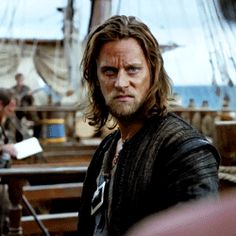 He's doing my favorite face to wear, scares the hell out of weaklings🤣 Fantasy Romance, Fantasy Art, Tadhg Murphy, Black Sails Starz, Charles Vane, Golden Age Of Piracy, Toby Stephens, Robert Louis Stevenson, Treasure Island