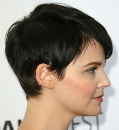 Pixie Haircut For Round Faces, Short Hair Styles For Round Faces, Round Face Haircuts, Short Pixie Haircuts, Cute Hairstyles For Short Hair, Short Hair Cuts For Women, Curly Hair Styles, Haircut Short, Haircut Bob
