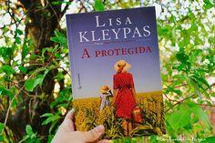 """""""Quando você crescer, quero que seja independente, porque a maioria das mulheres não é, e isso as coloca à mercê dos outros."""" - A Protegida, de Lisa Kleypas, lançado por @editoragutenberg.▫Bom dia, 😊"""