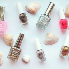 Totally obsessed with these nail polishes by @glamofsweden ✨😍😍😍✨💅🏼 ✨kind of sad they don't have names😁 who else thinks names give make up characters and personalities???😁🙋🏻#everythingbrightandshinny #girl #girly#justenjoy #fun #friends #sunny #glamofsweden #sweden#swedish #brand #nails #nail #nailart #nailpolish #glitter#metalic #shimmer#colorful#shopping #bright #shinny#beauty#love#girlproblems #halo#saturday #makeup #gold#trendy