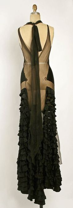 Evening dress Designer: Madeleine Vionnet (French, Chilleurs-aux-Bois Paris) Date: fall/winter Culture: French Medium: silk Dimensions: Width at Bottom: 180 in. cm) Credit Line: Gift of Madame Madeleine Vionnet, 1952 Accession Number: 1930s Fashion, Moda Fashion, Art Deco Fashion, High Fashion, Vintage Fashion, Edwardian Fashion, Fashion Goth, Fashion 2018, Fashion Women