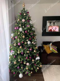 Ako ozdobiť vianočný stromček ? trendy pre rok 2020   Svet Stromčekov Trendy, Christmas Tree, Holiday Decor, Home Decor, Teal Christmas Tree, Decoration Home, Room Decor, Xmas Trees, Christmas Trees