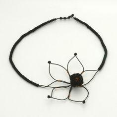 Collier textile noir Fleur métal