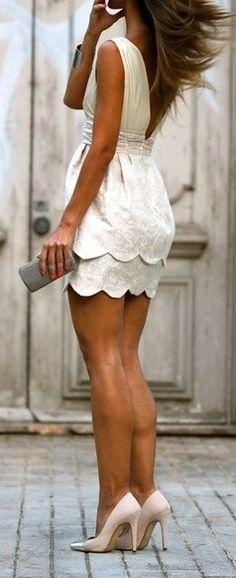 Un bello diseño rematando vestido o falda, no recomendable para quien tiene caderas anchas, BUSCA MI AYUDA EXPERTA http://www.imagen-vipp.com/   Summer looks with white dress