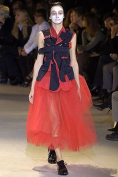 Comme des Garçons Spring 2007 Ready-to-Wear Collection Photos - Vogue