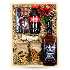 Alcohol Gift Baskets, Best Gift Baskets, Alcohol Gifts, Gift Box For Men, Diy Gift Box, Diy Gifts, Jack Daniels Gifts, Valentines Gift Box, Gift Box Design