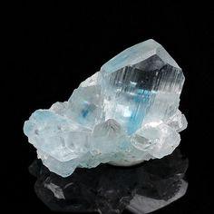 Euclase, BeAl(SiO4)(OH) ,  Equador, Borborema Mineral Province, Rio Grande do Norte, Brazil. Size: 1.7 x 1.2 x 0.8 cm