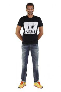 """DOLCE & GABBANA- www.assuntasimeone.com  T-SHIRT IN COTONE STAMPA """"CARTOLINA"""" DOLCE & GABBANA  100% Cotone Made in italy  spedizione gratuita assicurazione gratuita reso gratuito  CLICCA SUL LINK PER ACQUISTARE IL PRODOTTO: http://www.assuntasimeone.com/it/shop/nuove-collezioni-inverno-t-shirt/2801/t-shirt-in-cotone-stampa-cartolina-dolce-&-gabbana.html"""