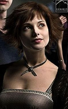 alice cullen > edgy bob haircut & hairstyle > victorian look > vintage jewelry Alice Cullen, Edward Cullen, Alice Twilight, Twilight Movie, Twilight Saga, Ashley Greene Twilight, Alice And Jasper, Free Haircut, Twilight Pictures