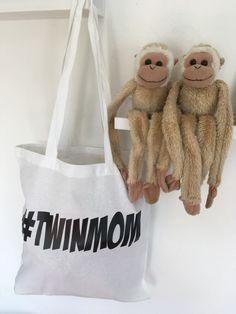 Een persoonlijke tas die ook nog eens goed is voor het milieu (metwinactie) Twin Mom, Burlap, Reusable Tote Bags, Lifestyle, Middle, Hessian Fabric, Canvas