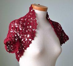 Crochet lace shrug pattern PDF por BernioliesDesigns en Etsy