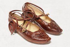 Kierpce - folk shoes from the mountain areas of Poland European Costumes, Polished Man, Polish Folk Art, Folk Costume, Shoe Closet, Leather Working, Beautiful Outfits, Boat Shoes, Me Too Shoes