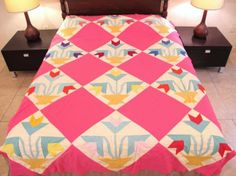 Vintage-All-Cotton-Machine-Sewn-TULIP-IN-VASE-Patchwork-Applique-Quilt-TOP