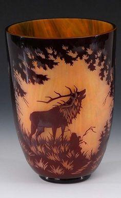 Große Vase mit Landschaft und Hirschen, Solomon Reich & Comp. Unsigniert, um 1935