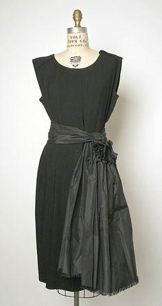 french cocktail dress. love the glossy taffeta over the matte silk. (balenciaga - 1962)