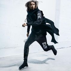 Yohji Yamamoto partnered with adidas to bring you designer sports fashion from the East. Come find the latest from Yohji Yamamoto today. Dark Fashion, Urban Fashion, White Fashion, Men Street, Street Wear, Air Jordan, Sport Outfits, Cool Outfits, Reebok