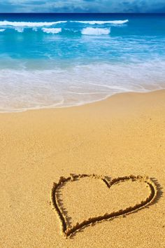 Just want to feel the sand between my toes & the sea splashing on my legs <3