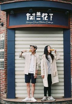 Photography couples fashion street styles Super ideas Source by abigailmwilkins Matching Couple Outfits, Matching Couples, Cute Couples, Korean Street Fashion, Asian Fashion, Couple Photography, Fashion Photography, Stylish Couple, Korean Couple