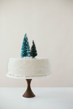 chocolate mint cream cake (With images) Minimal Christmas, Christmas Mood, Christmas Treats, Xmas, Christmas Music, Christmas Desserts, Christmas Wedding, Merry Christmas, Photobooth Ideas