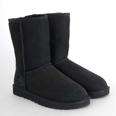 Ugg Classic Short Boot in Black $150