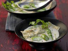 Leichte Kokossuppe mit Spargel-Teigtaschen und Kerbel - smarter - Kalorien: 100 Kcal - Zeit: 45 Min. | eatsmarter.de