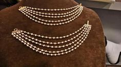Ideas For Buying The Perfect Piece Of Jewelry – Modern Jewelry Tikka Jewelry, India Jewelry, Ear Jewelry, Bridal Jewelry, Gold Jewelry, Jewelery, Temple Jewellery, Ear Chain, Traditional Earrings