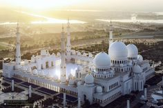 Sheikh Zayed Grand Mosque, na capital Abu Dhabi, Emirados Árabes Unidos Abu Dhabi, Islamic Architecture, Amazing Architecture, Architecture Design, Beautiful Mosques, Beautiful Places, Beautiful Sky, Foto Poster, Dubai Travel