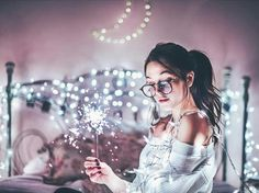 Creative Photography For Teens Portrait Photography Fairy Light Photography, Hipster Photography, Tumblr Photography, Girl Photography Poses, Creative Photography, Photography Flowers, Photography Projects, Photography Ideas For Teens, Sparkler Photography