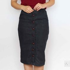 Black stretchy denim ✔  Pencil skirt ✔ leather buttons ✔  Meet my new perfect skirt. Find out more today on el blogo.  #erinskirt #soicitybreak #soishowoff #memade #isew #sewing #sewingblogger #sewcialist #sewsewsew  #handmadewardrobe #diywardrobe #capsulewardrobe #imademyclothes #fabricaddict #createeveryday #ohwowyes #calledtobecreative #creativityfound #dowhatyoulove #makersgonnamake #makersmovement