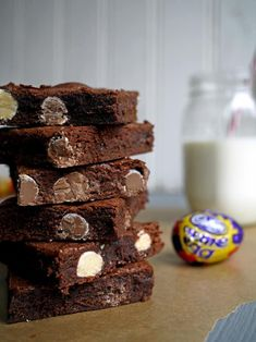 Filthy Fudgy Easter Brownies - The only Easter brownie recipe you need! Soft, fudgey and stuffed with Cadbury Mini Eggs and Creme Eggs. Tray Bake Recipes, Brownie Recipes, Chocolate Recipes, Dessert Recipes, Chocolate Cakes, Snack Recipes, Healthy Recipes, Delicious Desserts, Yummy Food
