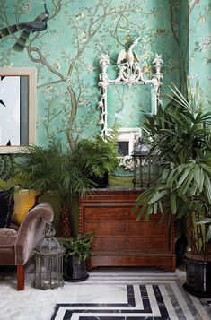 Inside the Bold and Beautiful Chinoiserie-filled London Apartment of Hannah Cecil Gurney. Inside the Bold and Beautiful Chinoiserie-filled London Apartment of Hannah Cecil Gurney. Estilo Hollywood Regency, Handmade Wallpaper, Chinoiserie Wallpaper, De Gournay Wallpaper, Chinoiserie Chic, London Apartment, Apartment Interior, Interior Decorating, Interior Design