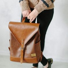 High quality vegan leather backpack from THREE BOX with internal computer pocket. Polyester lining. Volume: About 20 liters. Backpack Bags, Fashion Backpack, Travel Backpack, Messenger Bags, Duffle Bags, Travel Bags, Vegan Fashion, Ethical Fashion, Vintage Leather Backpack