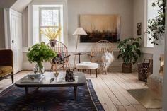 Skandinavisk shaker antik bohem harmoni Scandinavian Apartment, Rustic Apartment, Scandinavian Home, Ercol Chair, Home Interior, Interior Design, Apartment Interior, Fireplace Tile Surround, Riverside House