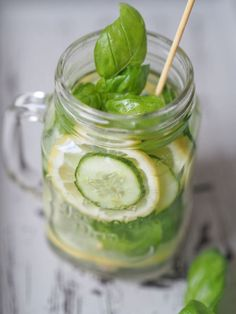 Trend Drink: Infused Water - FEED YOUR FITNESS Fitness Drink, You Fitness, Detox Kur, Infused Water, Pickles, Cucumber, Drinks, Food, Healthy Nutrition