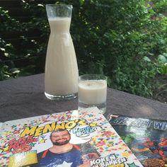 やった!!!! Just made Horchata one of the 70 recipes out of @medeko new cookbook. Super yummy Spanish drink with coconut almonds rice and milk.  NOM NOM NOM!!! Wonder how it'll taste with Licor 43. ;) Menno de Koning's Super Heroes Kookboek is in stores now.  #horchata #spanish #southamerica #drinks #mennodekoning #superheroes #kookboek #cookbook #book #books #boek #bookstagram #cookbook #comic #comicbook #superhero #comicbooks #comics #food #foodstagram #instagood #foodie #geekart #geek…
