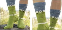 You'll definitely not get bored creating these summer grazing knitted socks. Working on the multiple colors will keep you bright and awake! Get the FREE . Baby Slippers, Knitted Slippers, Slipper Socks, Bedroom Slippers, Knitting Patterns Free, Knit Patterns, Free Knitting, Free Pattern, Reverse Braid